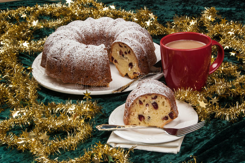 Download Rosine bundt Kuchen stockfoto. Bild von feiertag, kuchen - 96935706