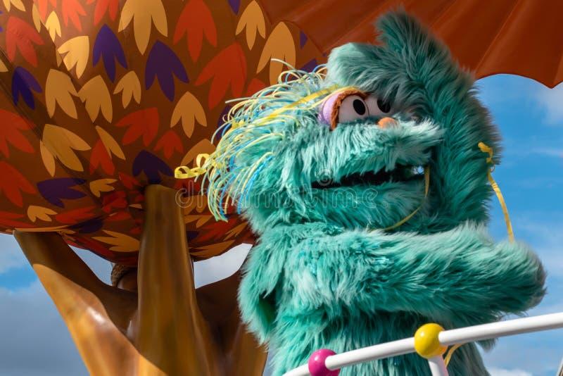 Rosita i Elmo na Paradzie Ulicznych w Sezamie 2 zdjęcia royalty free