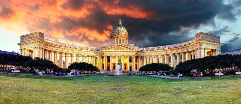 Rosja - Świątobliwy Petersburg, Kazan katedra przy wschód słońca, nikt zdjęcie stock