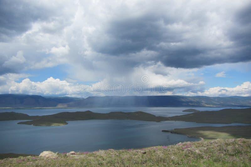 Rosja Baikal wyspy Olhon jeziorny deszcz zdjęcia stock
