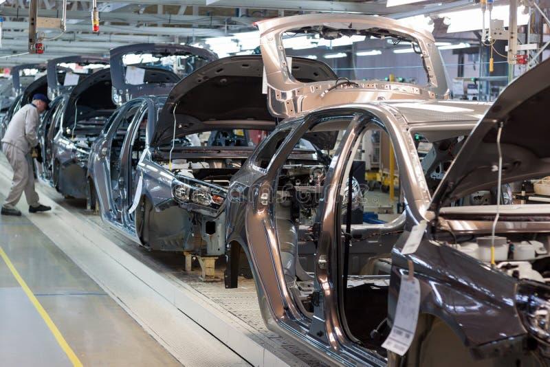 Rosja Izhevsk, Grudzień, - 15, 2018: LADA samochodu roślina Izhevsk Zgromadzenie nowi samochody na konwejer linii obrazy royalty free