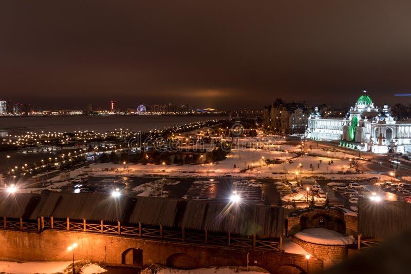 Rosja, Kazan miasto cumuj?cy noc portu statku widok obrazy stock