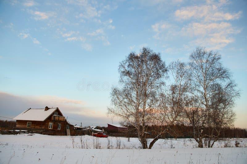 Rosja krajobraz zmierzch - wioska - zdjęcie royalty free