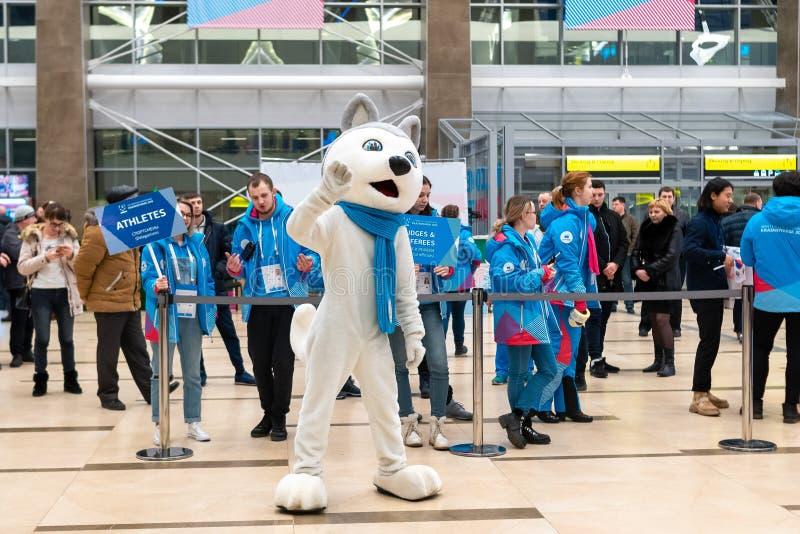 01 03 2019 Rosja krasnoyarsk Lotnisko Symbol Universiade yu spotyka drużyny atlety zdjęcie royalty free