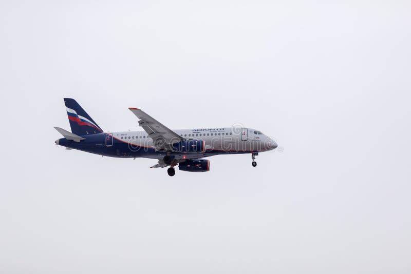 ROSJA MOSKWA, Marzec, - 10, 2019: Płaski desantowy samolotu Sheremetyevo lotnisko międzynarodowe obrazy stock