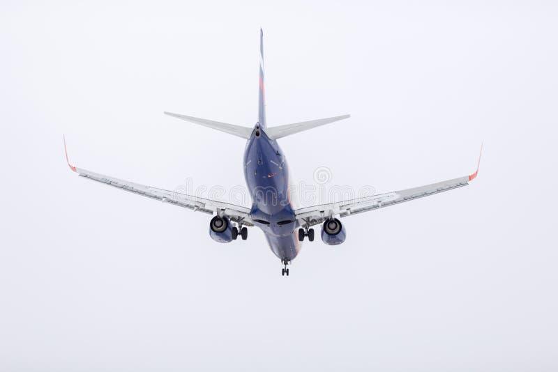 ROSJA MOSKWA, Marzec, - 10, 2019: Płaski desantowy samolotu Sheremetyevo lotnisko międzynarodowe zdjęcia stock