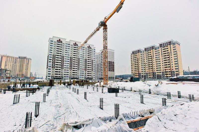 Rosja, Moskwa Stycze? 30, 2013: buduj?cy dom, k?a?? podstaw? zdjęcie royalty free