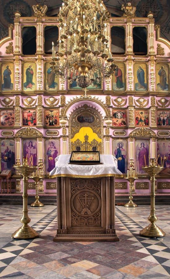 Rosja, Ryazan 1 2019 Feb - wnętrze Ortodoksalny kościół, ołtarz, iconostasis, w naturalnym świetle zdjęcia stock