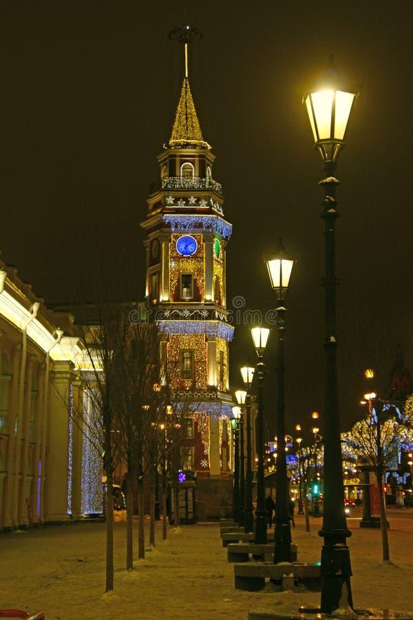 Rosja, St Petersburg, latarniowa aleja przed dumy wierza obraz royalty free