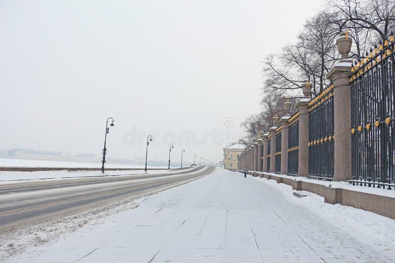 Rosja, St Petersburg, lato Ogrodowy fechtunek w zimie zdjęcia stock