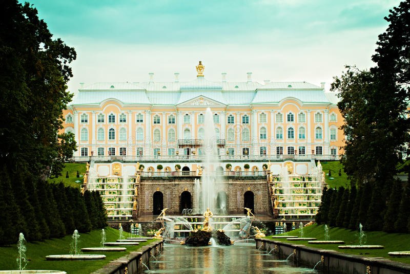 Rosja St Petersburg Peterhof pałac i Uroczysta kaskada obrazy royalty free