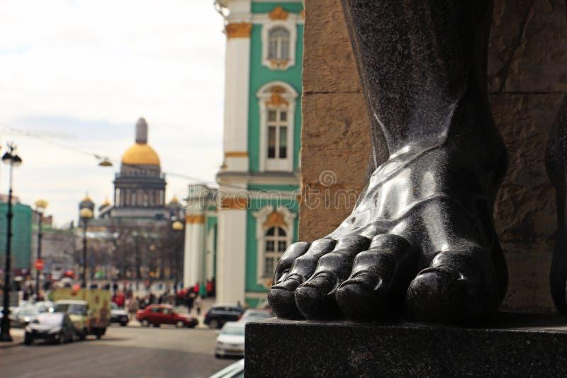 Rosja, St Petersburg stopa kamienny Atlanta blisko Nowego eremu zdjęcia royalty free