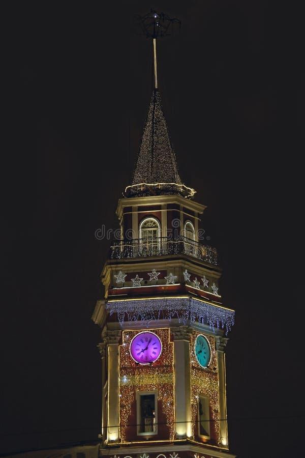 Rosja, St Petersburg, zegar na dumy wierza na zimy nocy zdjęcie stock