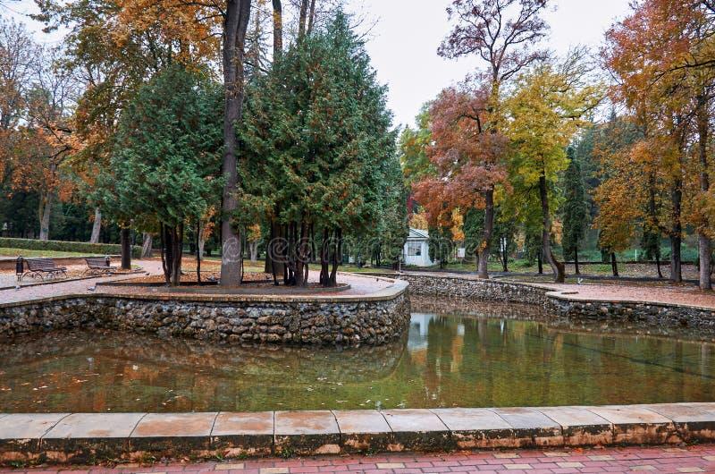 Rosja Stavropol region Lustrzany jezioro w parku zdjęcia stock