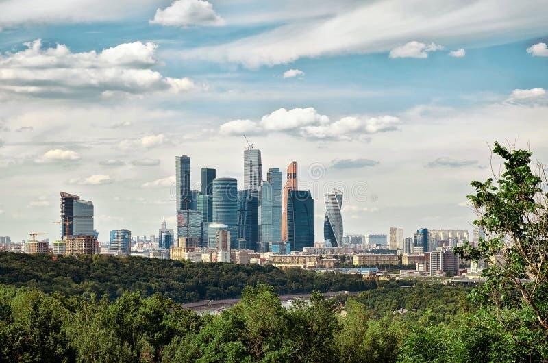 Rosja Widok Moskwa miasto z Vorobyovy wzgórzami w Moskwa 20 2016 Czerwiec fotografia royalty free