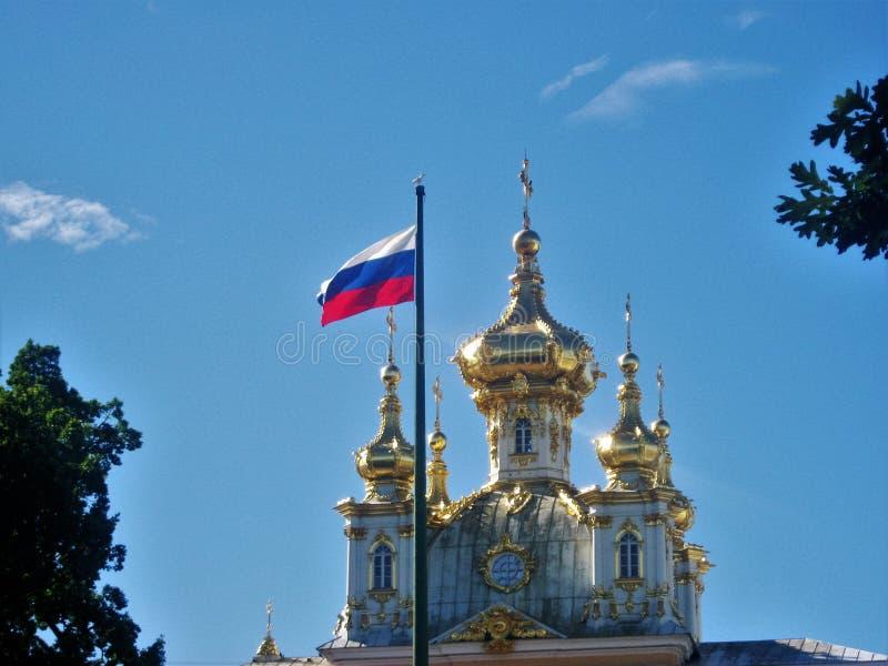 Rosjanin flaga i kościół zdjęcia royalty free