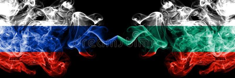 Rosjanin vs Bułgaria, Bułgarskie dymne flagi umieszczająca strona strona - obok - Gęste barwione silky dymne flagi Rosja i Bułgar royalty ilustracja