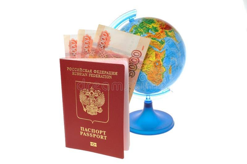 Rosjanina Inaternational paszport z pieniądze i kulą ziemską odizolowywającymi dalej obraz stock