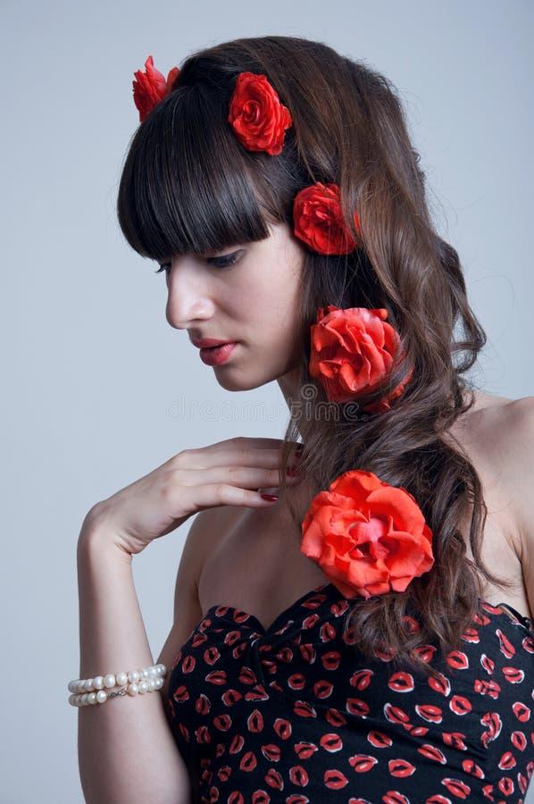 Rosor i hår arkivbilder