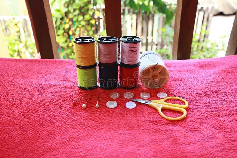 Rosqueie a agulha fotografia de stock