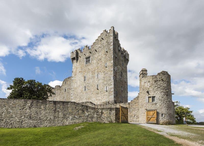 Ross Castle op de rand van Lough Leane in het Nationale Park van Killarney, Provincie Kerry, Ierland royalty-vrije stock foto