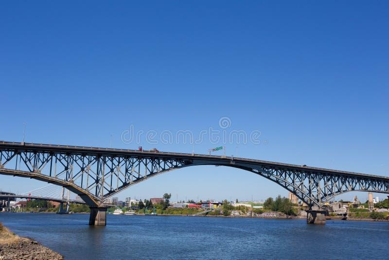 Ross Island Bridge South Waterfront Portland Orégon images libres de droits