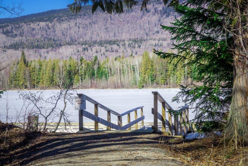 Ross Lake - Hazelton - BC - pesca do norte da doca imagens de stock royalty free