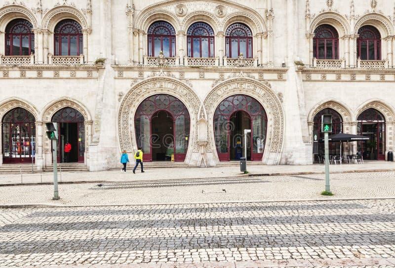 Rossio järnvägsstationfasad och ingång Lissabon arkivbild