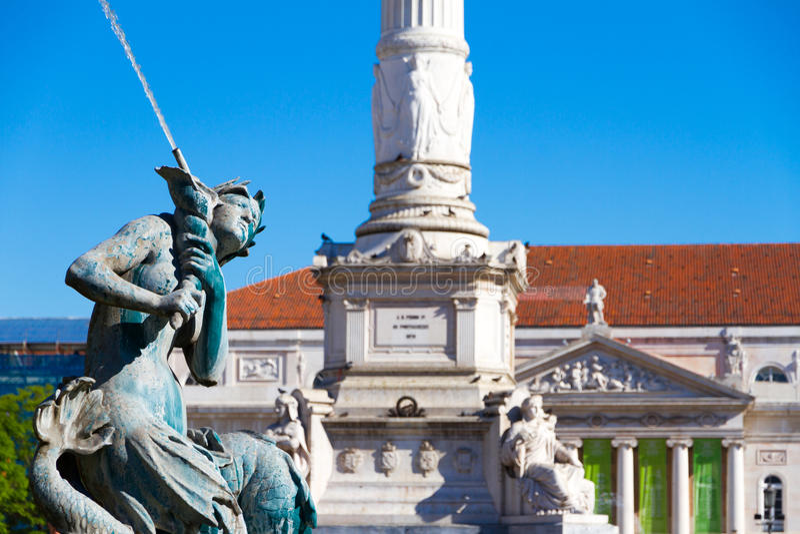 Rossio Vierkante fontein in Lissabon stock foto
