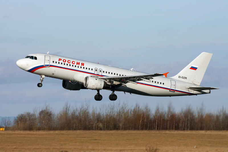 Rossiya-Fluglinien Airbus A320-212 lizenzfreies stockfoto