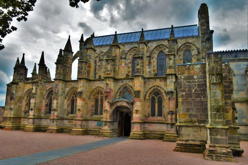 Rosslyn-Kapelle an einem bewölkten Tag stockfotos
