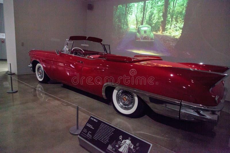 Rosso Cadillac 1957 Eldorado Biarritz immagini stock