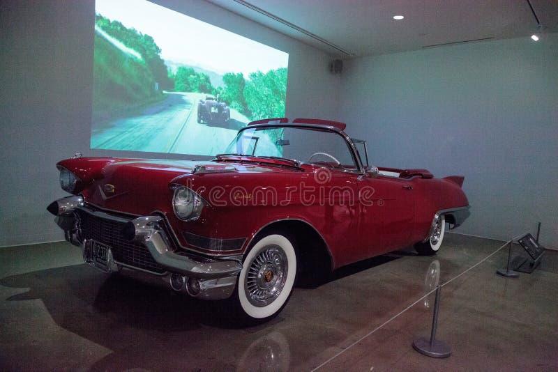 Rosso Cadillac 1957 Eldorado Biarritz immagine stock