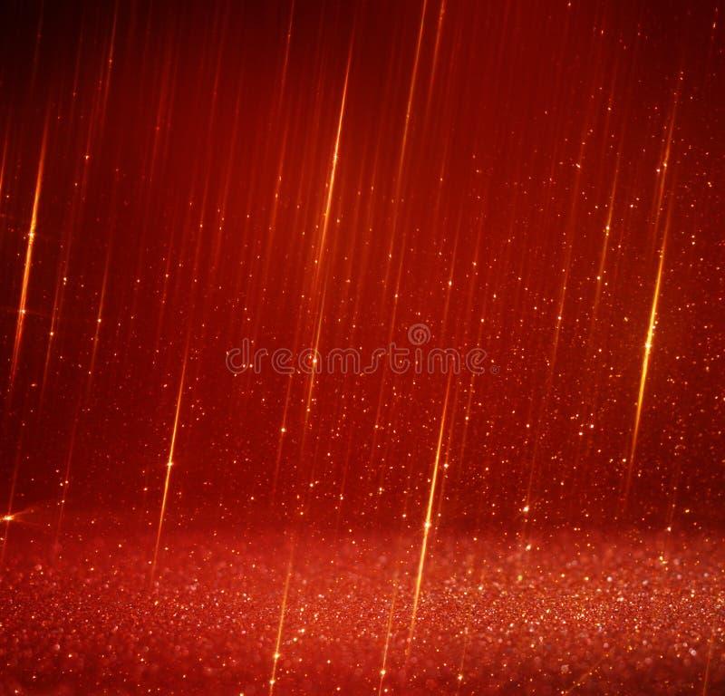 Rosso e luci astratte del bokeh dell'oro Priorità bassa Defocused immagine stock