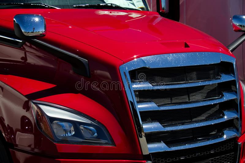 ROSSO moderno nuovissimo del camion dei semi fotografia stock libera da diritti