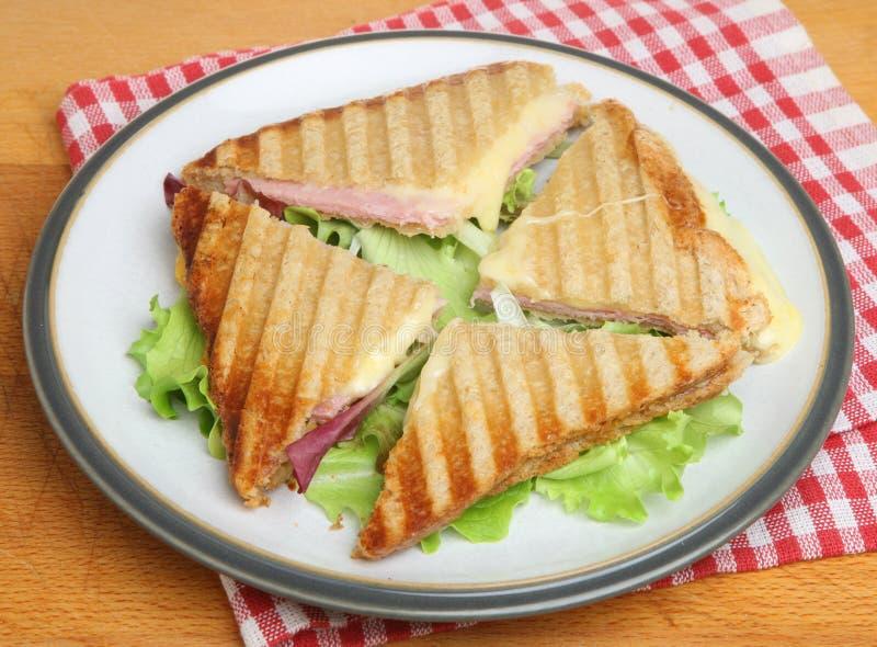 Rostade ost & Ham Sandwich eller Panini royaltyfri foto