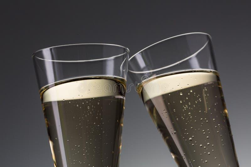 Rostat bröd med champagneexponeringsglas royaltyfri fotografi