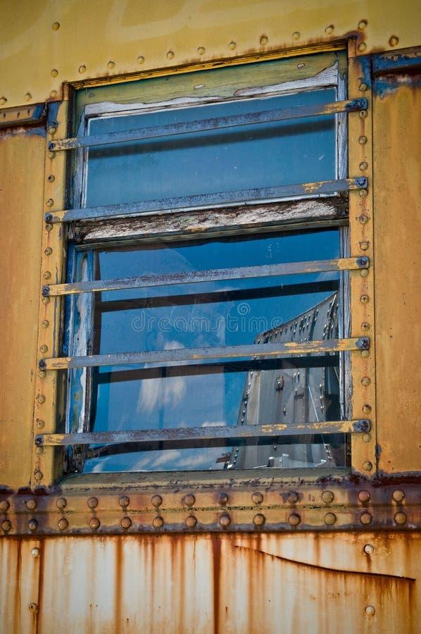rostat fönster arkivbilder