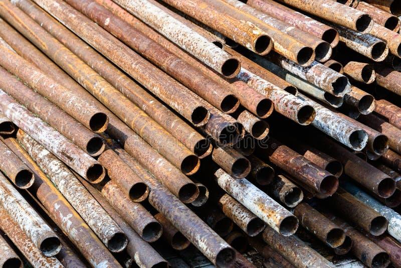Rostat metallrör arkivfoto