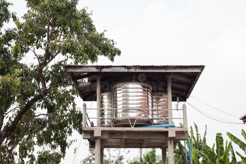 Rostfreier Wasserbehälter stockfotos