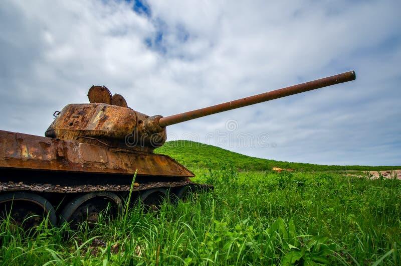 Rostig behållare T-34 arkivbild