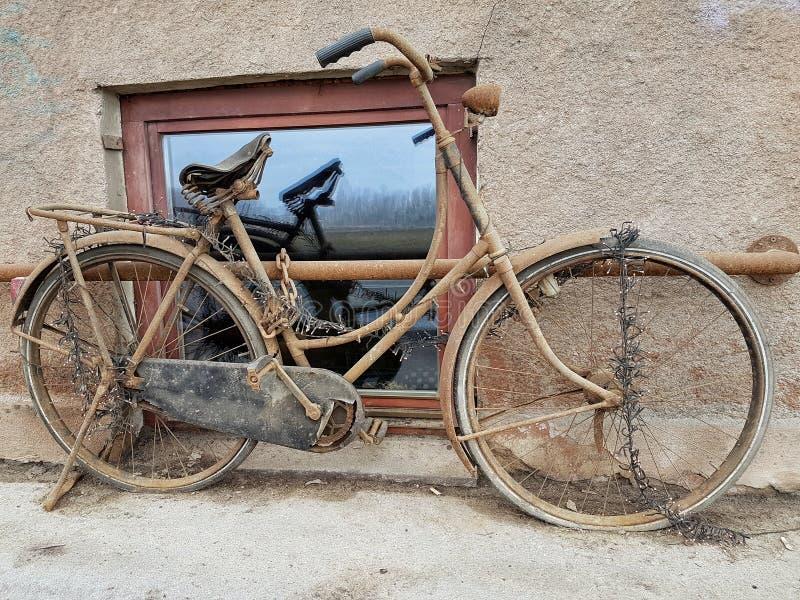 rostig cykel arkivfoto