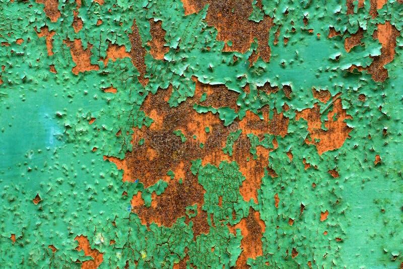 rostig metallmålarfärgskalning royaltyfri bild