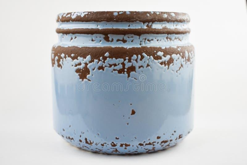 Rostig tennsikt, blå keramisk krus arkivfoto