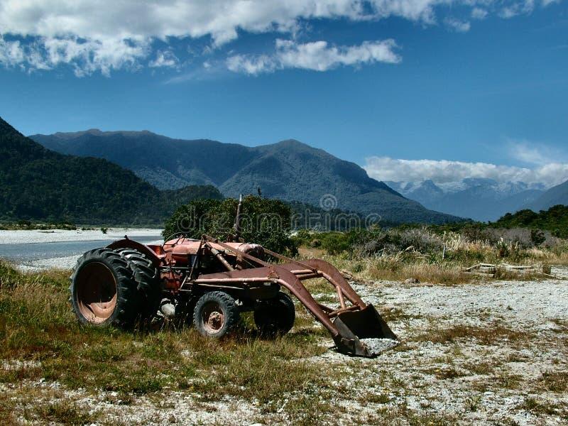 rostig traktor royaltyfri fotografi