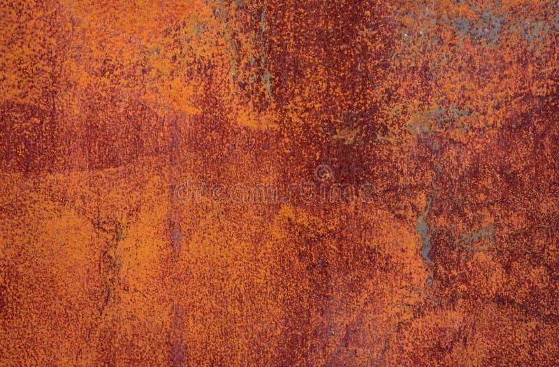 Rostige braune Eisenbeschaffenheit, alter Zaun mit der Schale der Farbe r stockfotos