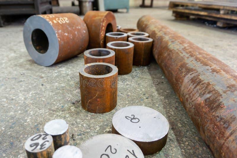 Rostige Eisenrohre für die maschinelle Bearbeitung, Billet für Turner stockfotografie