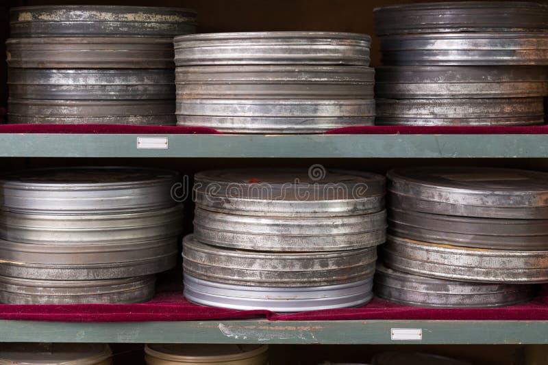 Rostige Filmkanister stockbilder