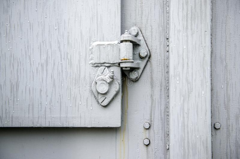 Rostige Türnahaufnahme der Weinlese, Metallhintergrund stockbild