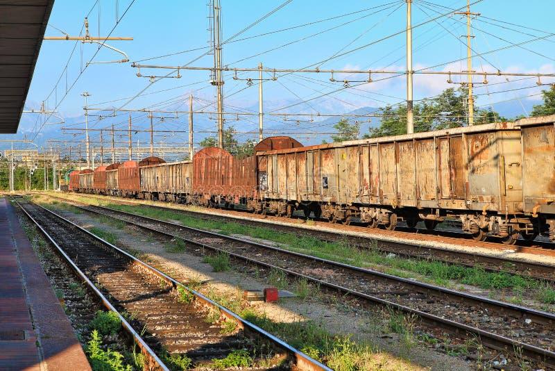 Rostige Waggons. Cuneo, Italien. stockbilder